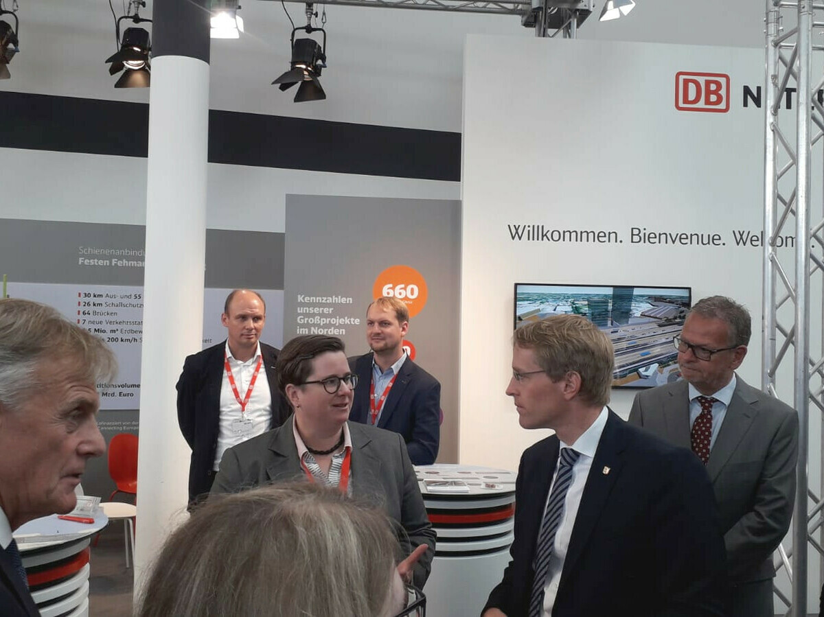 Schleswig-Holsteins Ministerpräsident Daniel Günther besucht die Messe