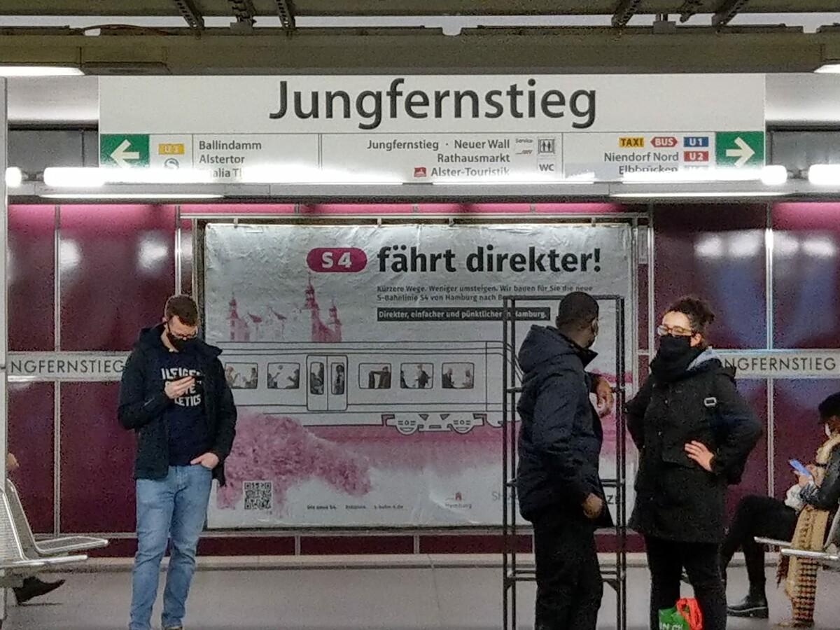 Plakat S4 fährt direkter Jungfernstieg